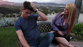 Mom's pulsation friend Joclyn Stone gives a good blowjob and rides a dick